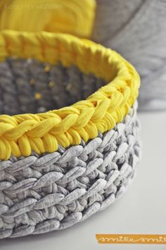 Knitting Patterns Bag DIY: bread / bun basket made from zpagetti yarn crocheted / zpagetti yarn crochet . Crochet Bowl, Crochet Diy, Crochet Crafts, Yarn Crafts, Crochet Ideas, Knitting Yarn, Knitting Patterns, Crochet Patterns, Giant Knitting
