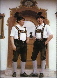 Zwei Männer in Werdenfelser Tracht