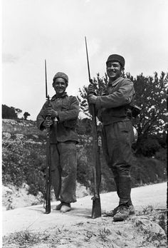 Spain - - GC - Republican Troops in boyant mood on the Ebro Front. Spanish War, Ebro, German Army, People Around The World, World War Two, Troops, Wwii, Illustrations, Spain