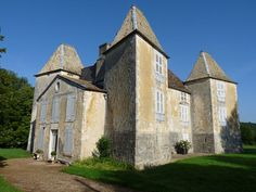 Château de Morteau. Cirey-lès-Mareilles 52700 Champagne.