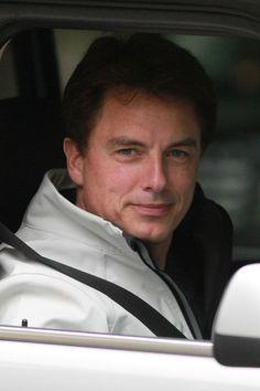 John Barrowman Photo - John Barrowman Heads To 'Arrow' Set