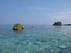 Υγρή ομορφιά, νερά πεντακάθαρα, χορταίνει η ψυχή  το θαύμα της φύσης. κ.τ