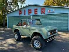 Jeep Wrangler Tj, Pretty Cars, Cute Cars, Ford Econoline Van, Used Ford Bronco, Bronco Car, Ford Bronco For Sale, Toyota Tacoma, Old Vintage Cars