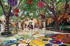 Las Vegas Photos at Frommer's - The Wynn Conservatory is the free atrium inside the Wynn Las Vegas, which sports lovely floral arrangements and a gorgeous mosaic floor.