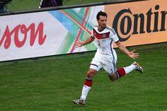 """Y hasta que llegó el gol de la testa de Mats Hummels, pero por lo demás, una selección alemana deslucida y sin gracia: «Cuartos de final, 2014 FIFA Copa Mundo Brasil, """"todos en un mismo ritmo""""» [viernes, 04 de julio de 2014]."""