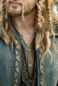 Viking clothes & hair. Men lol when the only thing you see is Fili from the hobbit