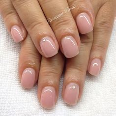 Semi-permanent varnish, false nails, patches: which manicure to choose? - My Nails Sns Nails Colors, Neutral Nails, Pink Nails, My Nails, Cute Nails, Pretty Nails, Pretty Short Nails, Gel Overlay Nails, Acrylic Overlay