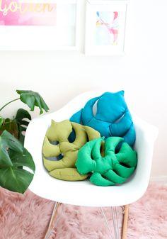 DIY: monstera leaf pillows