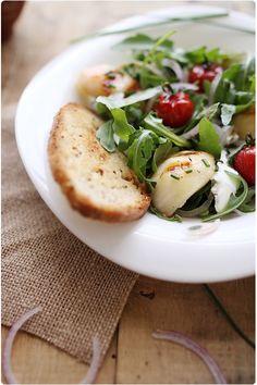 Salade de pêches grillées, mozzarella et roquette