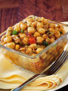 L'Insalata speziata di ceci e verdure è ottima e salutare, ricca di proteine vegetali e nutrienti ed è perfetta anche per la pausa pranzo!