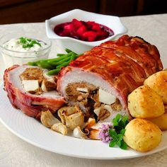 Apple Almond Stuffed Pork Loin in a Bacon Blanket is a veritable Pork-a-pollooza! A very nice combination of flavours and textures in the stuffing + BACON!