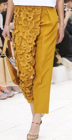 Fashion Design Inspiration Fabric Manipulation Runway Ideas For 2019 Runway Fashion, Trendy Fashion, High Fashion, Fashion Show, Womens Fashion, Fashion Trends, Paris Fashion, Chloe Fashion, Fashion Spring