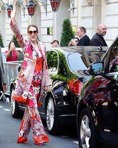 Wie trekt vandaag ook zijn vrolijkste pak uit de kast? #whateouldcelinedo #robertocavalli #zaterdag #ootd #celinedion #regram @elleusa  via HARPER'S BAZAAR HOLLAND MAGAZINE OFFICIAL INSTAGRAM - Fashion Campaigns  Haute Couture  Advertising  Editorial Photography  Magazine Cover Designs  Supermodels  Runway Models