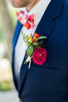 Los Cabos Wedding   Beach Wedding   Amy Abbott Events   Mexican Wedding   Beach Wedding Decoration   Destination Wedding   Photography: Ana&Jerome   Hot Pink Wedding Decoration   Wedding Inspiration   Tropical Wedding Centerpieces   Colorful Wedding   Groom Boutonniere