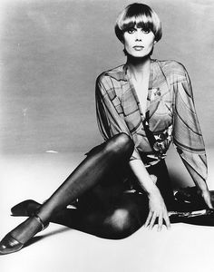 Joanna Lumley as Purdey, one of The Avengers. Compare to her character on Absolutely Fabulous about 20 years later Srinagar, Avengers Girl, New Avengers, British Actresses, Actors & Actresses, Classic Actresses, Hollywood Actresses, Joanna Lumley Young, Movies