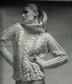 Oscar de la Renta keeps it classic and chic in Fall 2006 #stylethrowback #sweaterlove