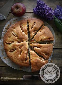 elma_dilimli_tarcinli_kek Food Words, Chocolate Cups, Greek Cooking, Tea Recipes, Turkish Kitchen, Turkish Cuisine, Biscuits, Delicious Desserts, Yummy Food