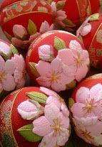 Temari balls 舞桜の手まり 春にピッタリの桜の押絵を手まりにあしらいました http://komono.jp.net/