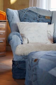 Cover your arm chair with jeans - 20 Amazing DIY Denim Ideas