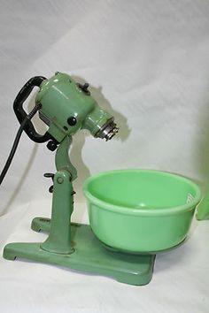Vintage Green Star Rite Magic Maid Mixer w Jadite Bowl Juicer 4 Attachments