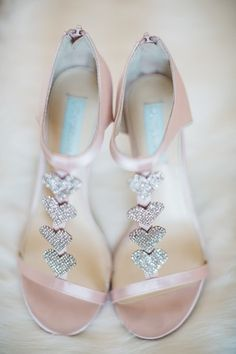 Sparkly bridal shoes {Too Much Awesomeness}