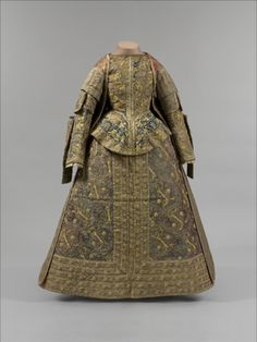 Late 16th century Spanish gown. Metropolitan Museum, NYC.
