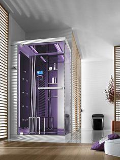 Cabine roxa. A cabine de banho possui um formato de um box tradicional e é conhecida por ser um massageador vertical com jatos de água nas laterais.