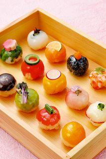 土曜日ランチ用メニューの魚と野菜の可愛い手毬寿司です(写真) : 京 丸の内 (‐MIYAKO‐【旧店名】和食波奈 丸の内 )[食べログ]
