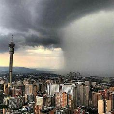 10 Nov 2016 Wolkbreuk oor Johannesburg in Gauteng provinsie Suid Afrika Tornados, Thunderstorms, Johannesburg Skyline, Namibia, No Rain, Seattle Skyline, Landscape Photography, South Africa, Cool Pictures