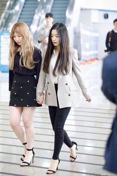 Irene-Redvelvet 180331 Gimpo Airport heading to North Korea Airport Fashion Kpop, Kpop Fashion Outfits, Korean Outfits, Casual Outfits, Wendy Red Velvet, Red Velvet Irene, Seulgi, Red Valvet, Différents Styles