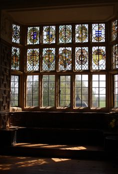 montacute house, an elizabethan mansion - who doesn't love stained glass? Leaded Glass, Stained Glass Windows, Window Glass, Window Wall, Beautiful Homes, Beautiful Places, House Beautiful, Window View, Through The Window