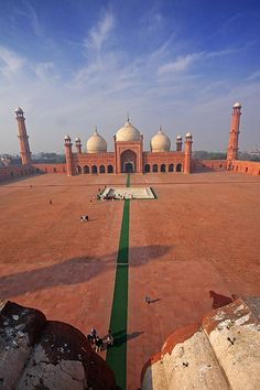 The Badshahi Mosque in Lahore, Pakistan was built by the Mughals.