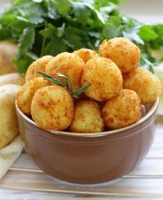 Crikey Mac & Cheese Bites – Old Croc Cheese Cheesy Potato Balls Recipe, Cheesy Potatoes, Baked Mac And Cheese Recipe, Mac And Cheese Bites, Mac Cheese, Great Appetizers, Appetizer Recipes, Queso Manchego, Cheesy Recipes