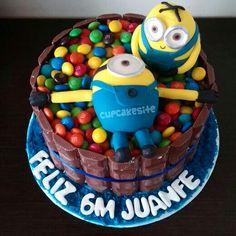 Minion cake with m&m