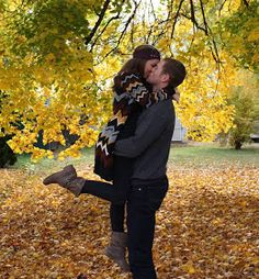 Christmas card pictures ideas fall couple pictures