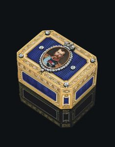 Here is a blue snuff box by Faberge that Robert Crawley would have loved to have in his collection. Good job this was not the one that went missing when Thomas tried to have Mr. Bates sacked.