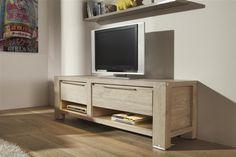 Hier ziet u het tv-meubel van Buckley. Het tv meubel heeft een lade, een klep en twee niches. De klepdeur zit zoals je het meubel nu ziet aan de rechterzijde. Het binnen element van de niches zijn mat afgelakt in een taupe kleur. Deze mooie afwerking wordt benadrukt door de indirecte LED verlichting. Door de strakke vormgeving en lichte kleur is het gemakkelijk te combineren en helemaal van nu!