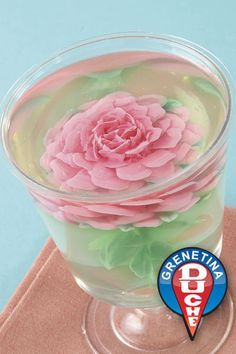 Rosas encapsulated how to make transparent jelly Jello Desserts, Jello Recipes, Gelatina Jello, 3d Jelly Cake, Jelly Flower, Quinceanera Cakes, Purple Cakes, Incredible Edibles, Food Decoration