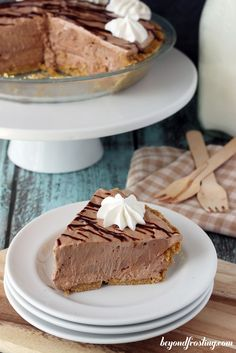 Nutella Marshmallow Pie guest post written by @BeyondFrosting on @BakeaholicMama