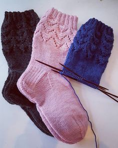 Pitsisukat Crochet Socks, Knitting Socks, Knit Crochet, Knitting Charts, Diy Projects To Try, Diy Fashion, Slippers, Beanie, Pattern