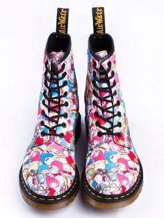 I want these combat Hello Kitty boots so bad!