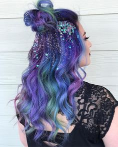 Glitter Roots Hair Trend - Music Festival Hairstyles, Glitter Roots Tutorial, Hair Sparkles Ways,Unique Festival Makeup & Hairstyles Trend Fashion, Fashion Models, High Fashion, Glitter Make Up, Glitter Roots, Pulp Riot Hair Color, Crazy Hair Days, Pinterest Hair, Coloured Hair