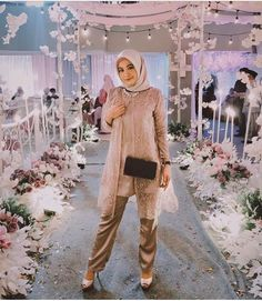 Dress Muslim Modern, Dress Brokat Modern, Muslim Dress, Muslim Fashion, Hijab Fashion, Fashion Outfits, Model Dress Kebaya, Model Kebaya Modern, Kebaya Hijab