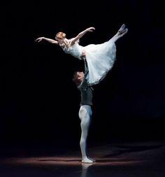 Friedemann Vogel and Alicia Amatriain in 'Giselle'Stuttgart BalletPhoto (c) Roman Novitzky
