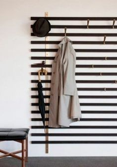 Hallway Decorating 531706299755377866 - The Vestiaire Horizon is wall-mounted and consists of solid wedge slats, metal brass structures and metal hooks that can be positioned anywhere you'd like. Source by audreyhinfray Diy Design, Home Design, Interior Design, Design Ideas, Design Art, Entryway Decor, Modern Entryway, Entryway Lighting, Entryway Ideas