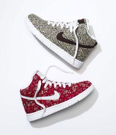 buy popular 87c40 dc3d7 La basket Nike Dunk High par Liberty, motif Capel rouge et motif Pepper  violet et