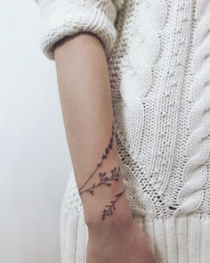 We have compiled 90 tattoo ideas for girls Tattoos are a grea. - We have compiled 90 tattoo ideas for girls Tattoos are a great way of expressing - Mini Tattoos, Little Tattoos, Leg Tattoos, Body Art Tattoos, Cool Tattoos, Tatoos, Small Tattoos, Arm Wrap Tattoo, Wrap Around Wrist Tattoos