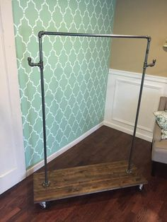 DIY Furniture: DIY Clothing Rack { 30 minute project } would be great to make for when you have extra guests staying with you - especially during the holidays Home Design Diy, Cheap Home Decor, Diy Home Decor, Ideias Diy, Diy Décoration, Easy Diy, Home Organization, Clothing Organization, Home Projects