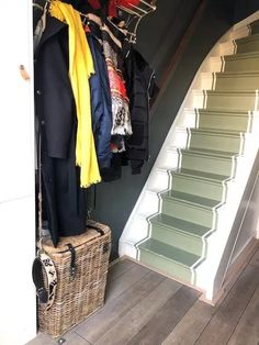 Geverfde traploper Feng Shui, Stairs, Flooring, Blog, Home Decor, Stairway, Decoration Home, Room Decor, Staircases