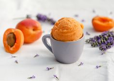 Sorbet abricot-lavande  Ice cream sorbet made of apricots and lavender! (in French)